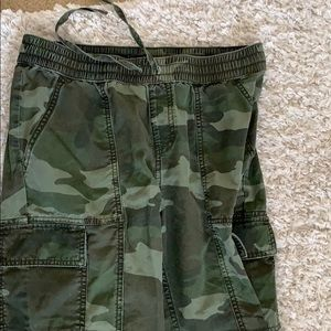 Abercrombie and Fitch  camp cargo joggers. Small